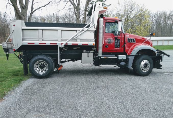 2016 Mack Truck GU432 with Valk Plow Model XW-11PRHD-ECT