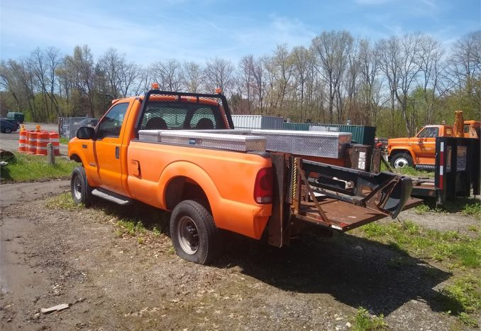 2004 Ford F350 XL Super Duty Truck