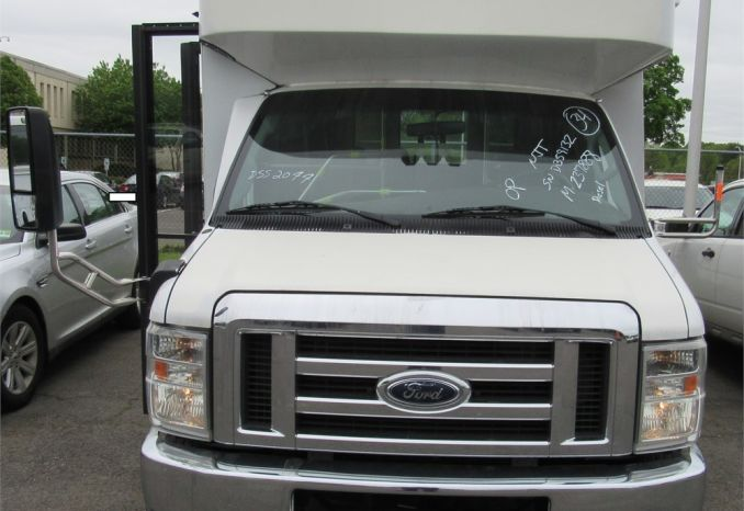2008 Ford E450 Bus with wheelchair lift /DSS2095