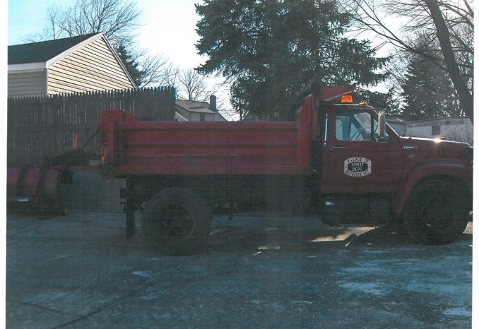1996 Ford F700 Dump Truck w/ Western plow and salt spreader