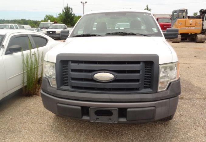 2009 Ford F150, Fuel Fill door missing