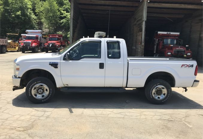 2008 Ford F-250 Superduty 4x4 Pickup Truck with 8' Plow