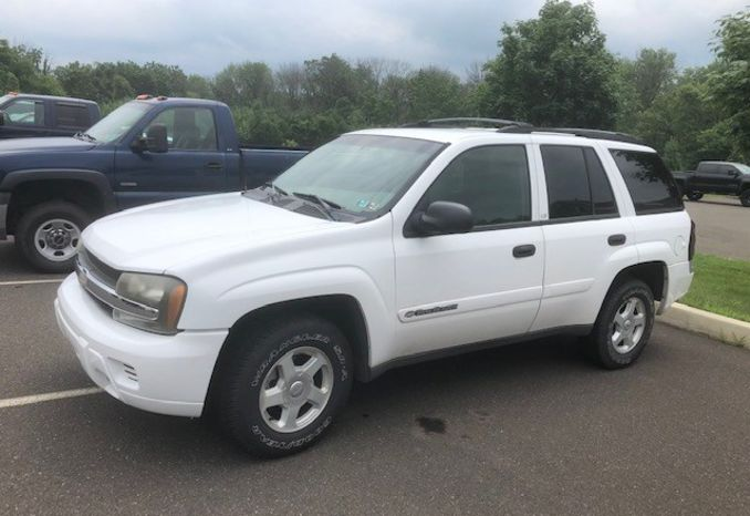 2002 white Chevrolet Trailblazer LS sport utility vehicle