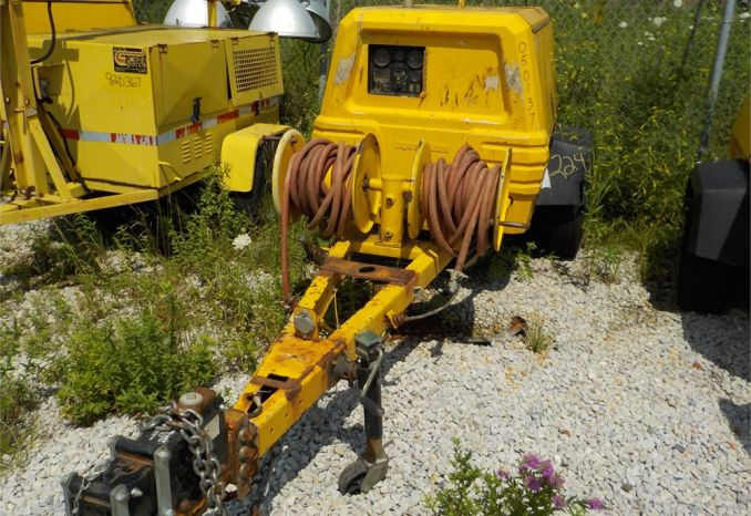 2005 INGERSOLL RAND P185 TAG A LONG COMPRESSOR / LOT224-050137