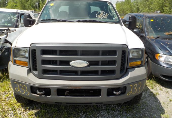2005 FORD F550 XL SUPER DUTY 4X2 DUAL WHL PICKUP / LOT233-050016