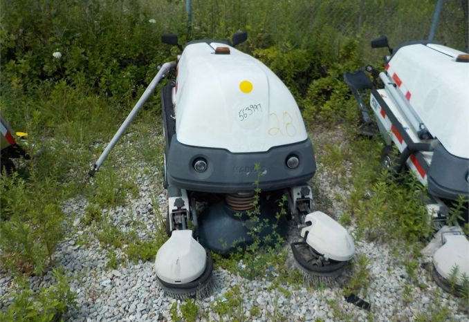 2004 MAD VAC PS 300 RIDE ON MOWER / LOT281-563997