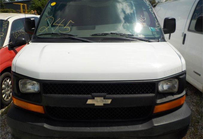2005 CHEVROLET EXPRESS RWD CARGO VAN / LOT245-050115
