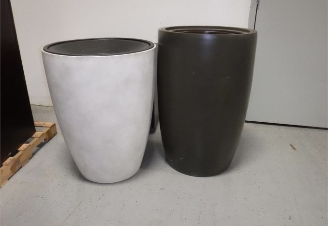 2 Vases / LOT38-42-VASES