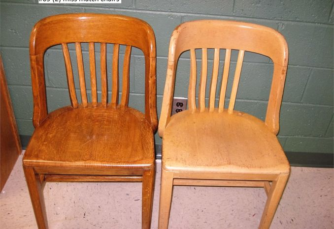 2 Chairs, mismatched (#69)