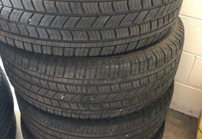 Set of 4 P265 65 18 tires
