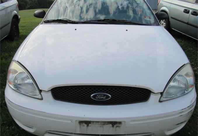 2005 Ford Taurus wagon DSS2192