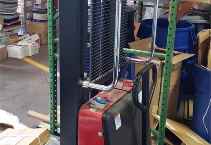 Dayton Electric Lift,  2200 lb. Load Capacity with charger
