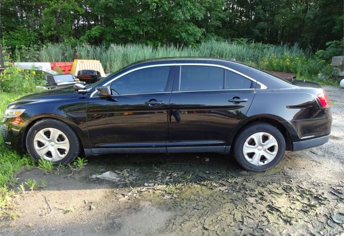 2013 Ford Taurus Interceptor (needs engine)