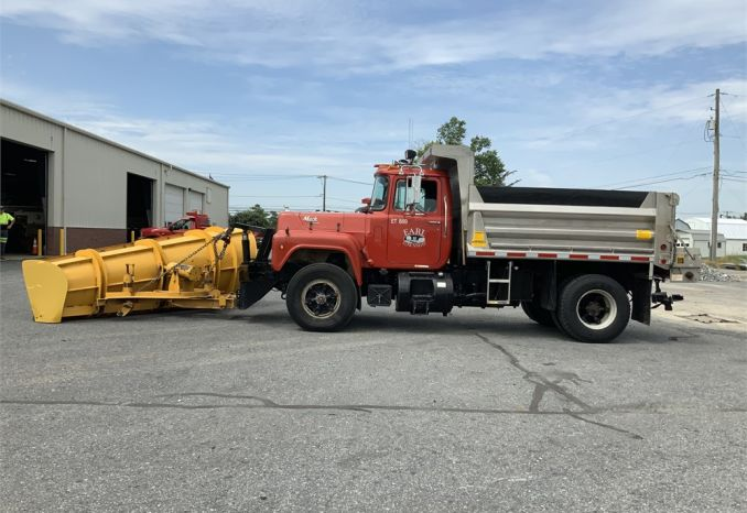 1991 Mack with plow and salt spreader