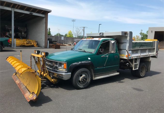 1996 Chevrolet 3500 dump truck with plow
