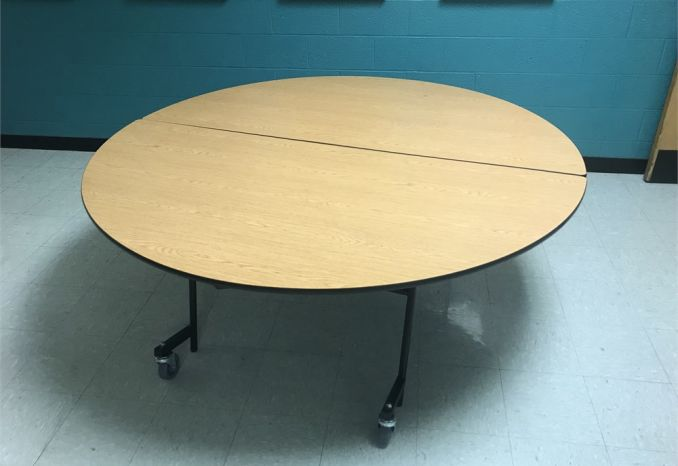 Foldable table on wheels