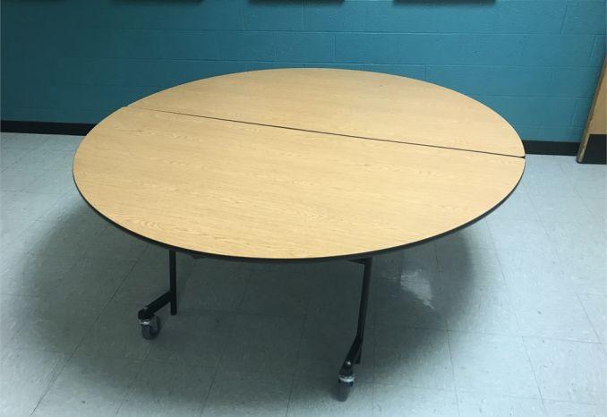 Foldable table on wheels
