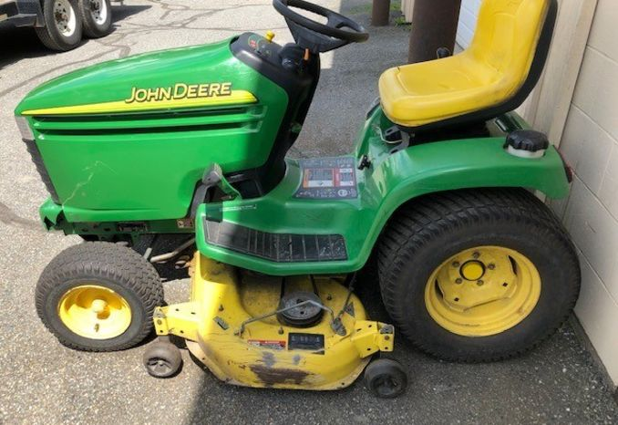 "2004 JOHN DEERE GT235 18HP / 48"" MOWER"