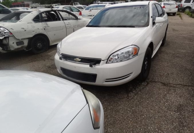 2009 Chevrolet Impala, missing rear tire, does not run