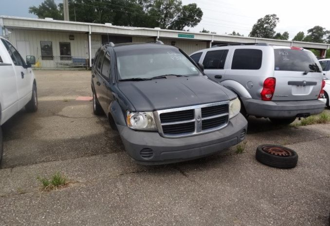 2008 Dodge Durango, missing tire, does not run.