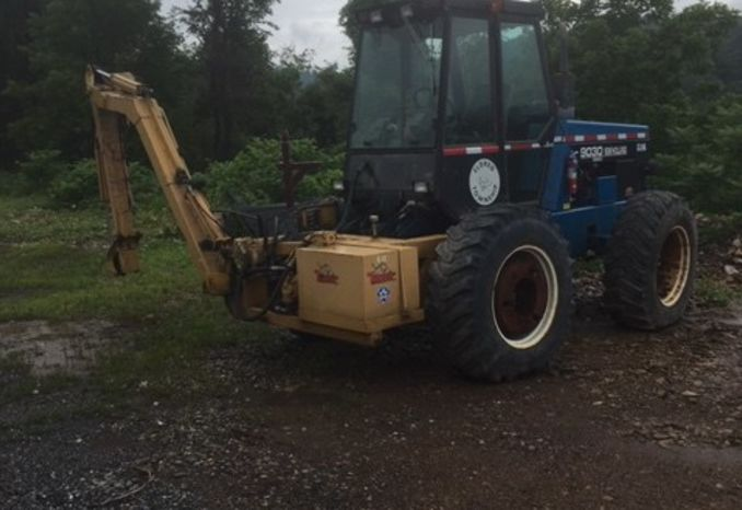 1996 Ford New Holland 9030 Tractor w. Tiger Rotary Boom Mower