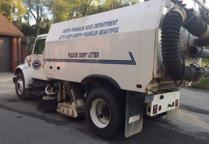 1998 INTERNATIONAL 4700 T444E EGLIN STREET SWEEPER