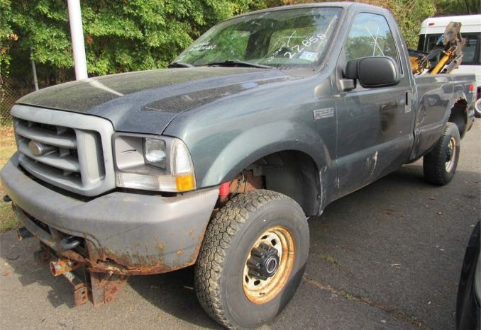 2004 Ford F250 4X4 pick up with plows-DSS2302