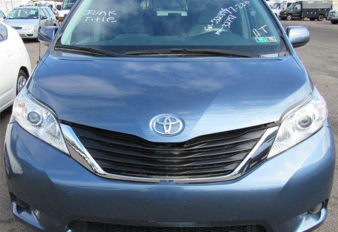 2014 Toyota Sienna-DSS2335