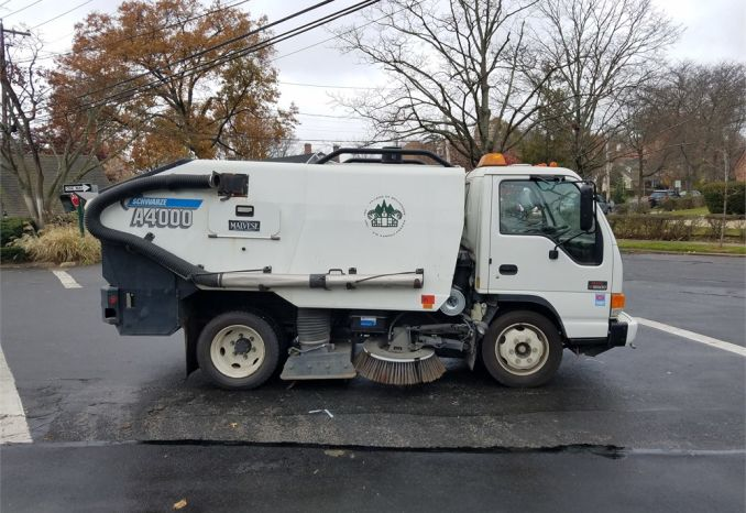 2005 GMC/Schwarze Sweeper Model A4000