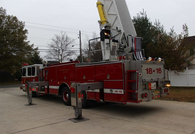 1991 Simon-Duplex 85 Ft Tower Ladder