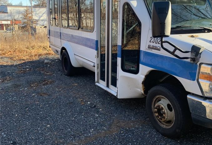 2008 Ford E-350 Super Duty 10 passenger with 3 wheel chair seats