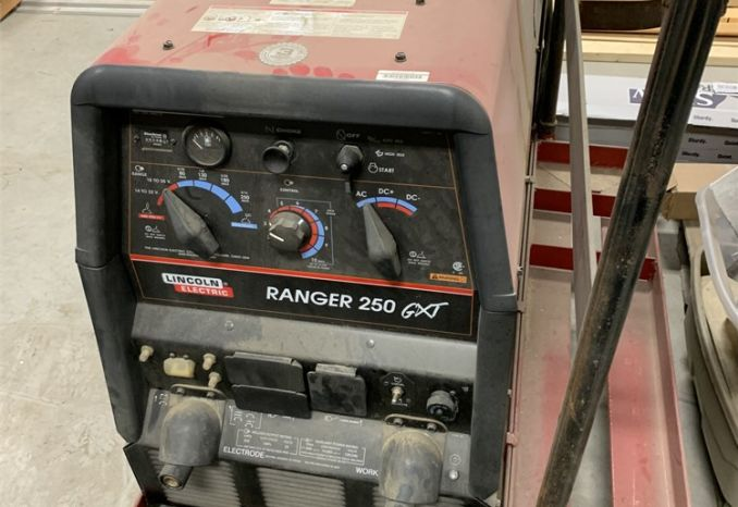 Lincoln Electric Ranger 250 GXT gas welder w/ wire feed