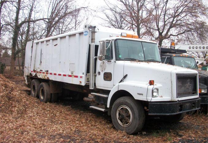 1996 Volvo garbage truck