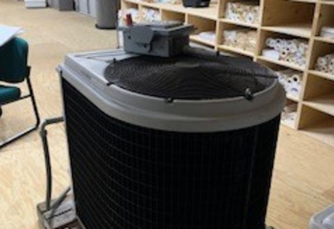 Heat Siphon Z700HP Pool Heat Pump   (serial number 14F065)