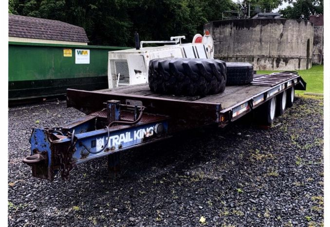 1983 Triaxle Trailer