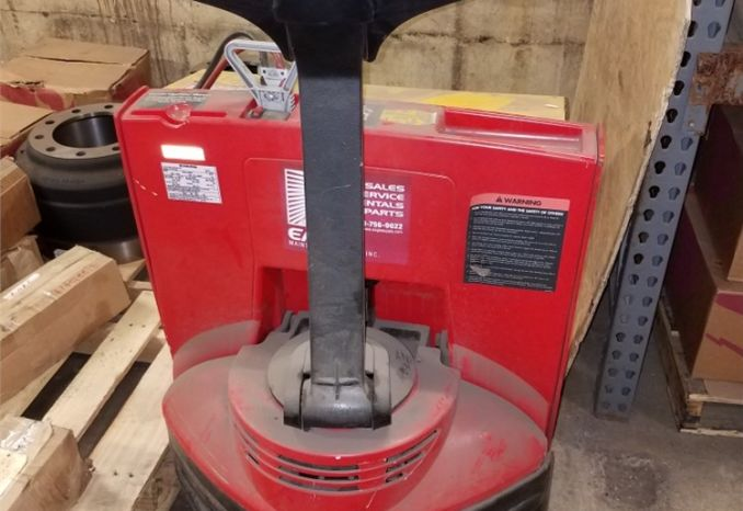 RAYMOND ELECTRIC PALLET JACK / LOT38-25-3