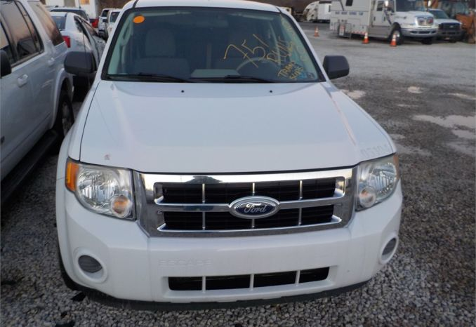 2010 FORD ESCAPE 4X4 SUV / LOT751-105104-R