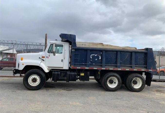 1993 International 2600 series, tandem axle dump truck