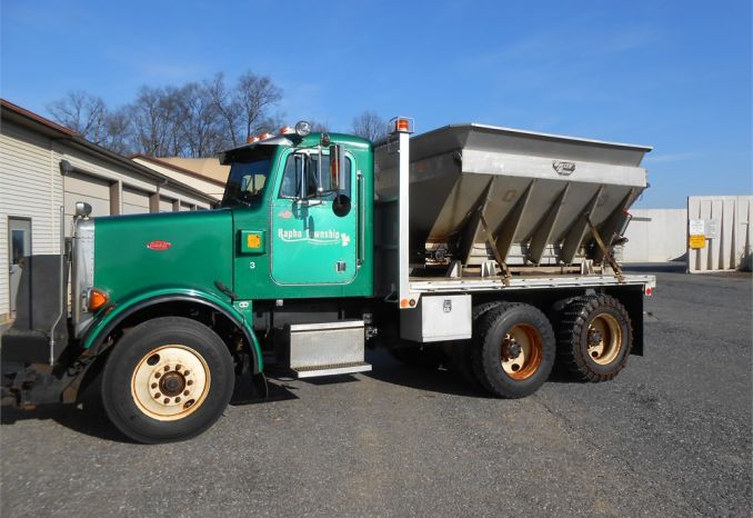 1994 PETERBILT WITH V BOX SPREADER