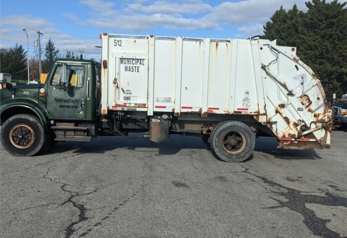 2001 INTERNATIONAL 4900 TRASH TRUCK