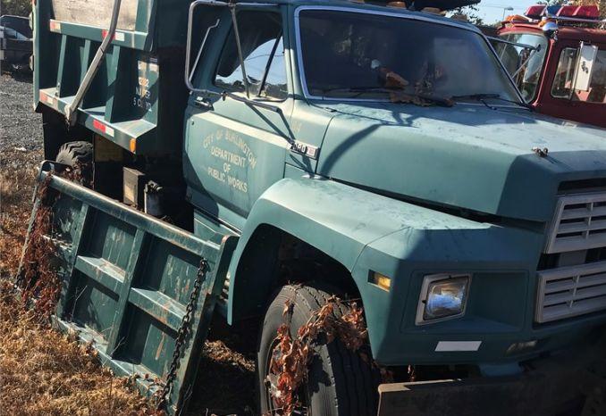 1986 Ford F800 Dump Truck