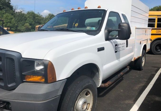 2006 Ford F350 Closed Utility Body Truck