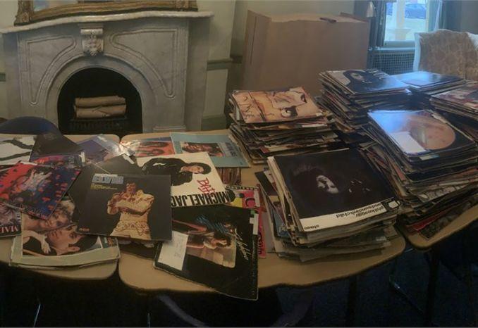 550 +/- Vinyl Albums, 750 +/- 45's