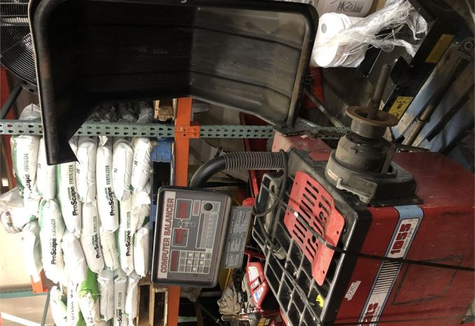 Coats direct drive tire balancer