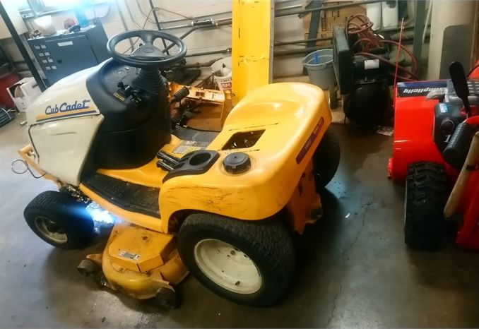 Cub cadet GT 3100 Riding mower with plow