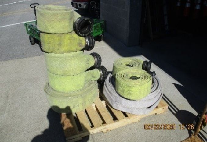 Pallet of Supply line hose