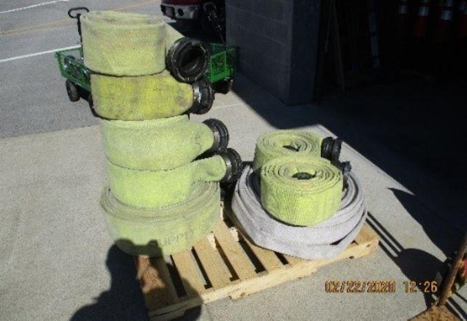 Pallet of Supply line hose