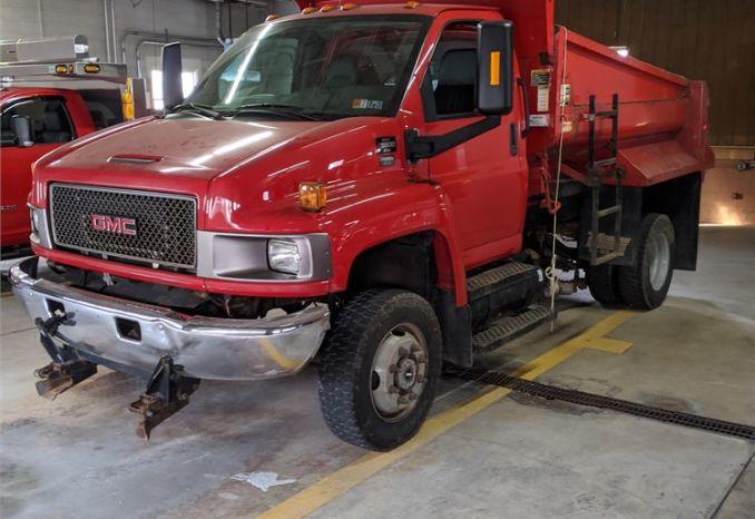 2006 GMC C5500 dump truck