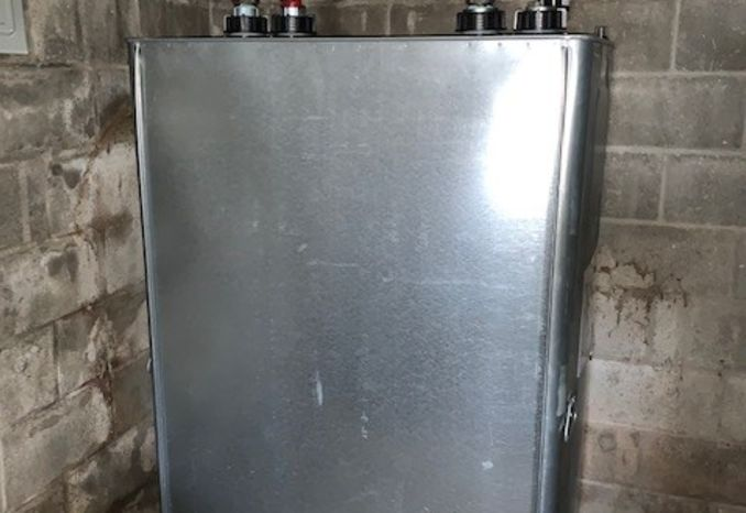Roth DWT 275 gallon heating oil tank in excellent condition.