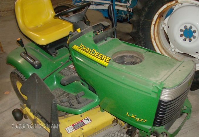 John Deere LX277 Lawn Tractor